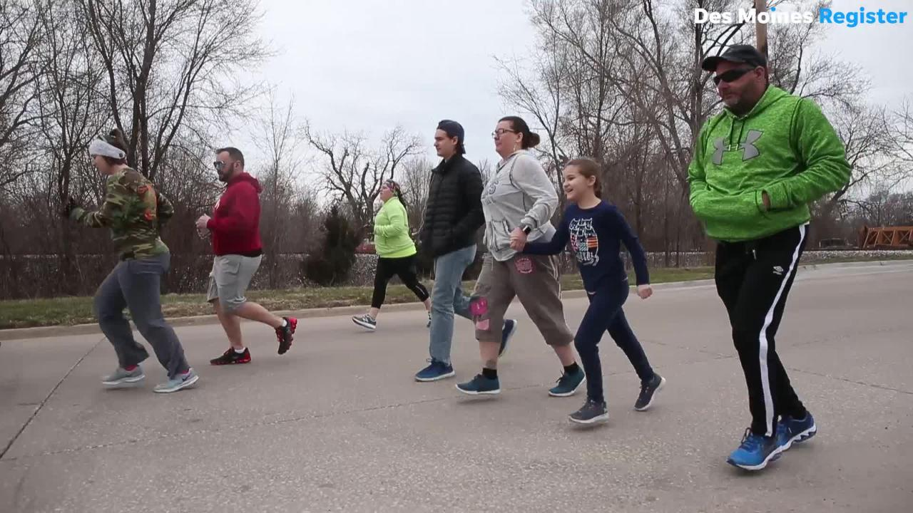 About 800 cyclists and a few runners hit the Des Moines trail system Saturday morning with Des Moines mayor Frank Cownie during the annual event.