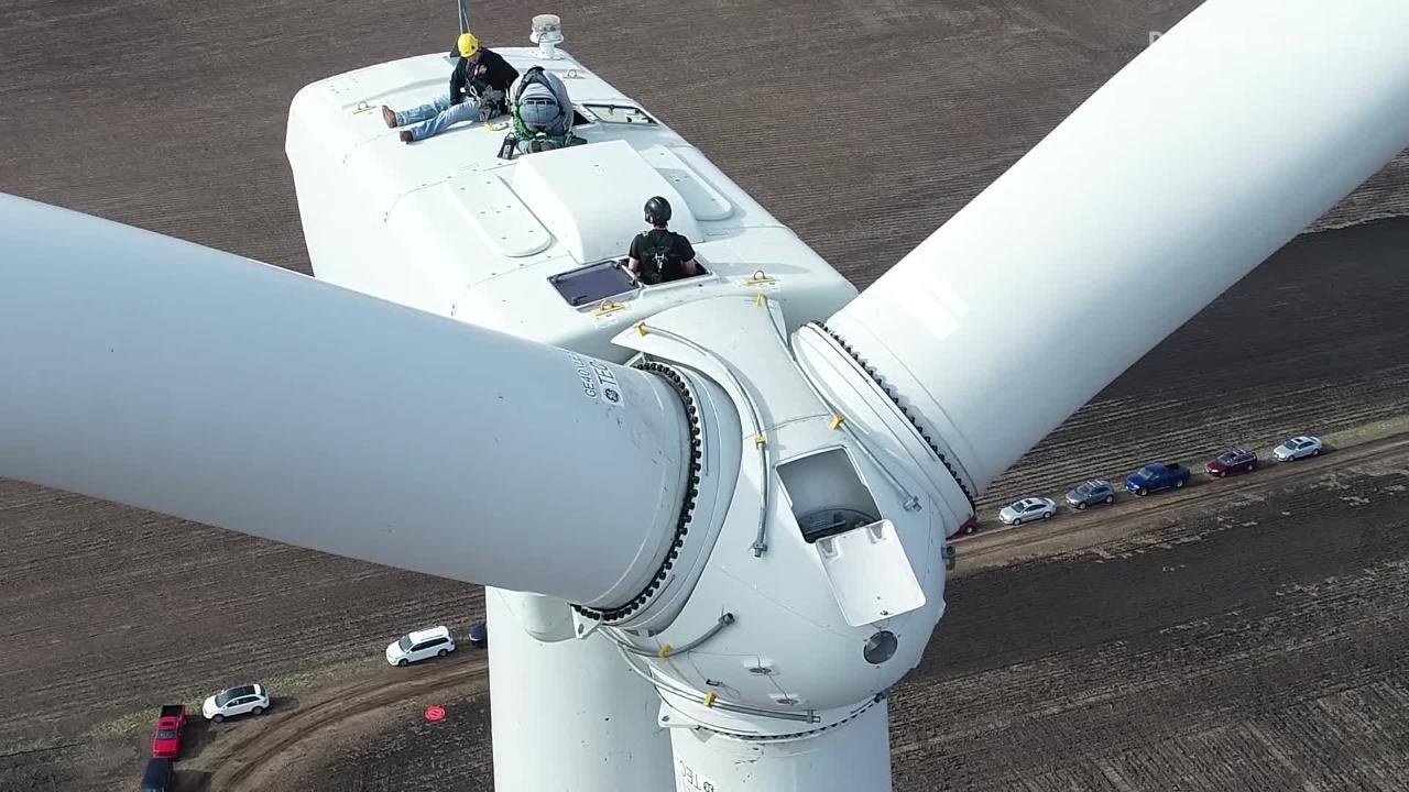 Wind turbine technician students use Iowa program to climb career ladder