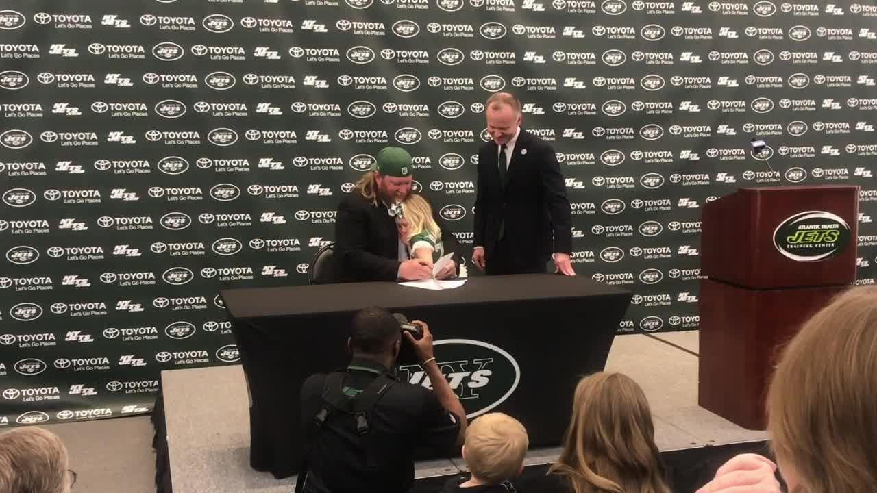 Video: Nick Mangold signs one-day contract with Jets