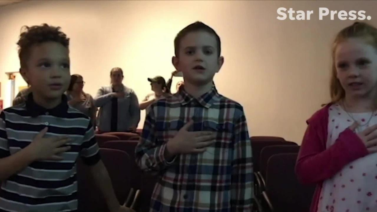 West View Elementary kindergartners recite Pledge of Allegiance in 2 languages