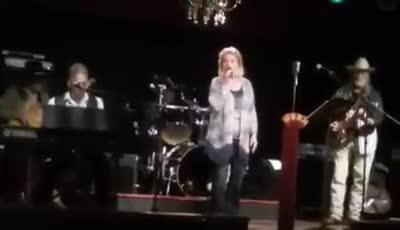 Video of singer Beth Blevins Cooper