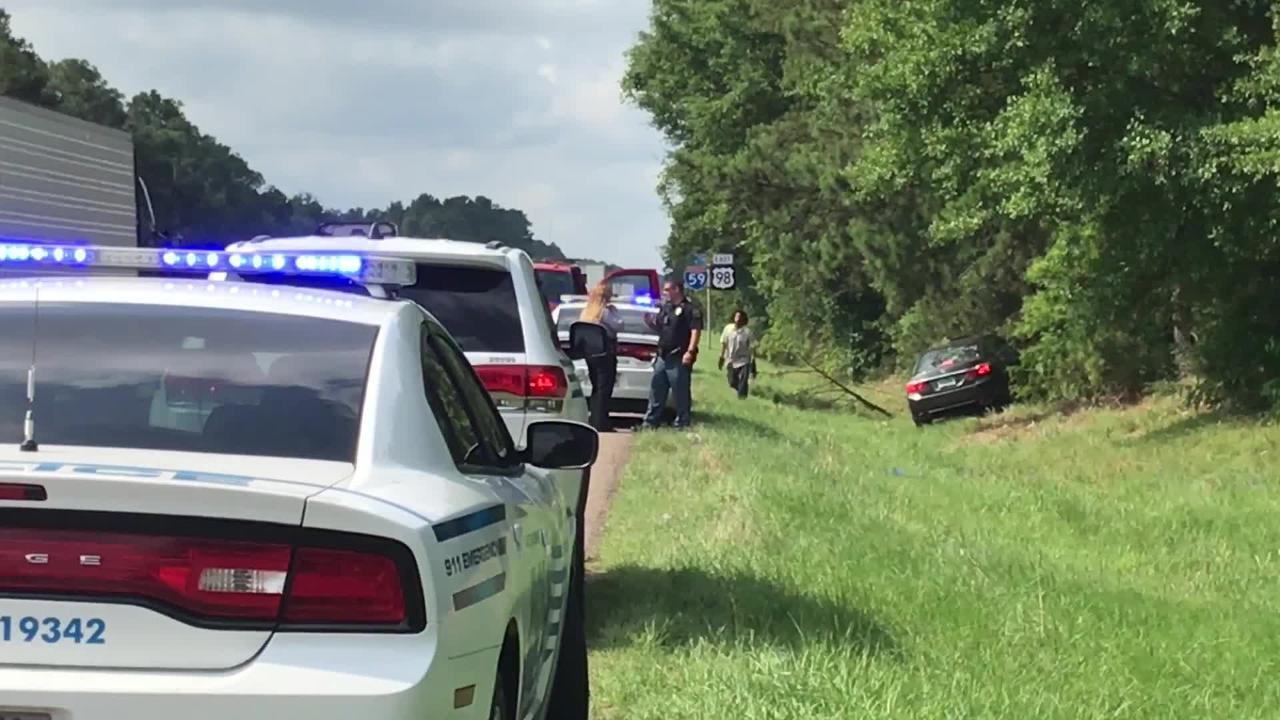 Hattiesburg police investigate a 1-vehicle wreck on Interstate 59