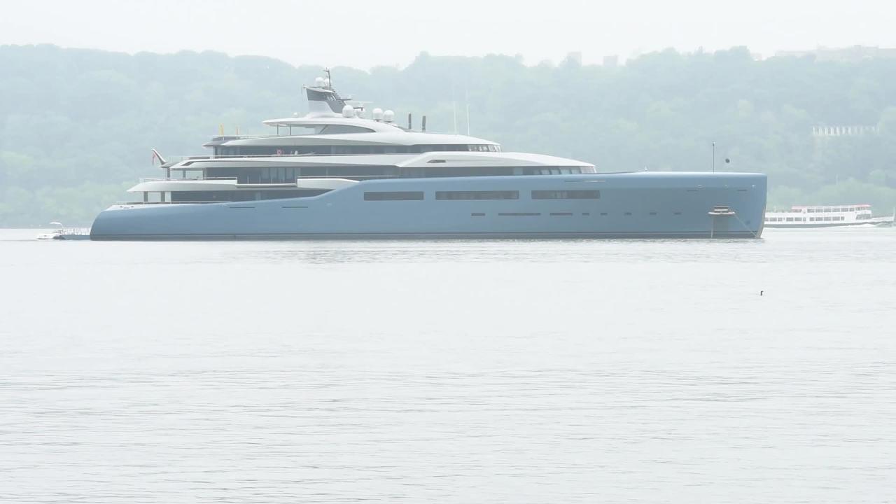 Billionaire S Megayacht Aviva Parked In Hudson River