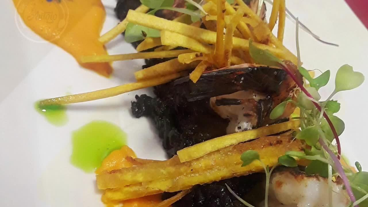 Latin flavors and fresh ingredients star at this downtown Melbourne restaurant. Video by Suzy Fleming Leonard. Uploaded June 1, 2018.