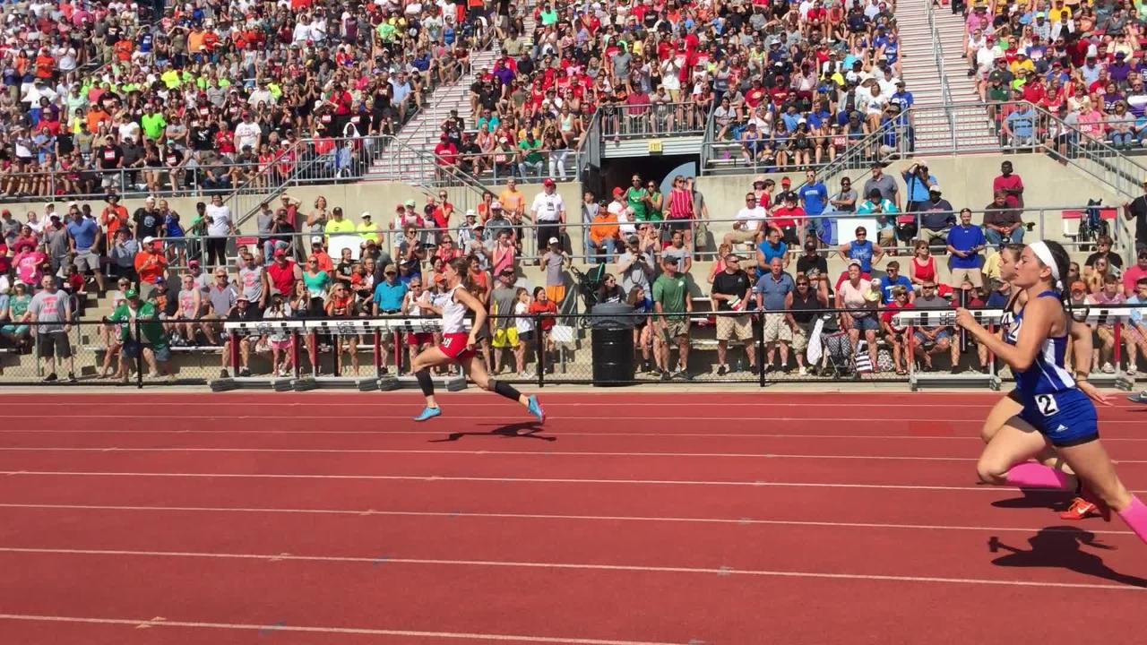 Ridgewood's Alexis Prater anchors the 400 relay to a third-place finish.