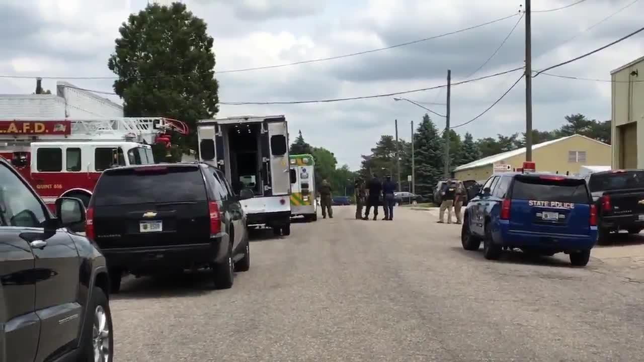 Scene: Police in standoff with man in Grand Ledge