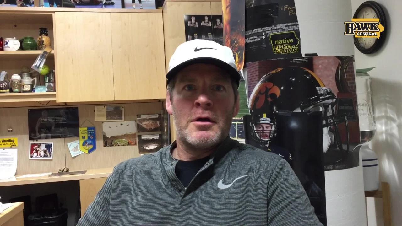 Tom Brands praises parents of Hawkeye freshmen like Jacob Warner