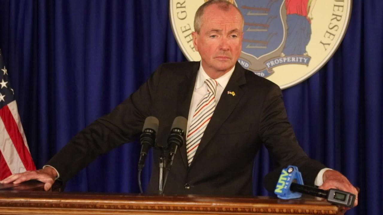 Governor Murphy and legislative leaders differ over umbers as they fail to approve a new budget.