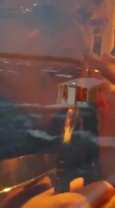 Eyewitness video: Branson duck boat struck by huge waves on Table ...