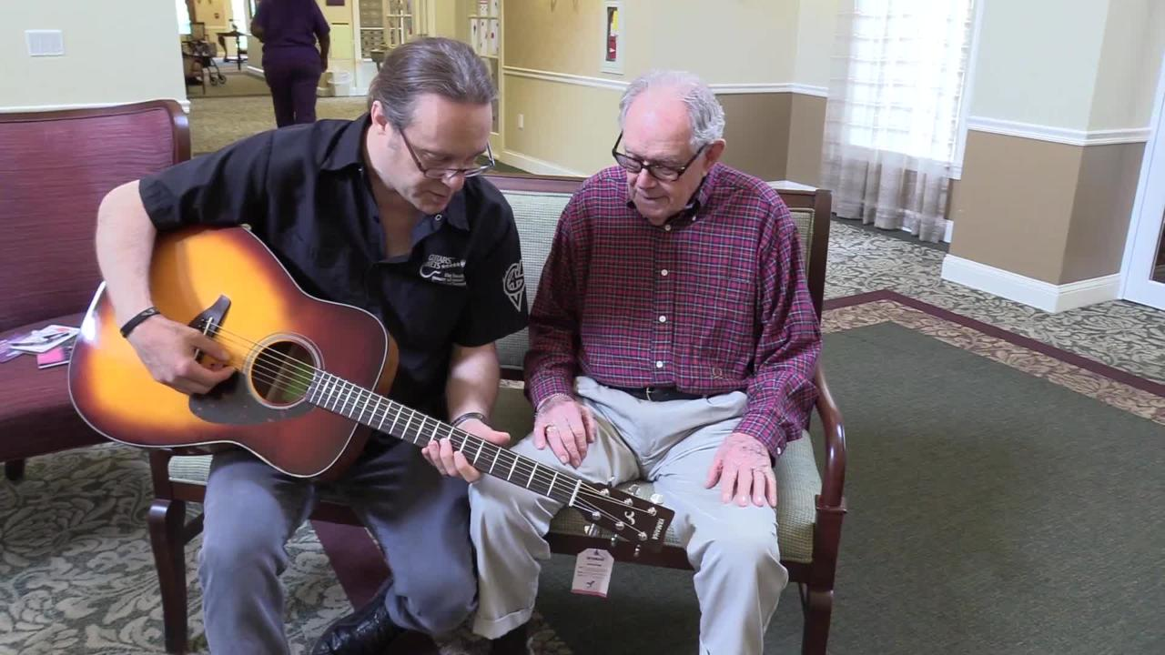 Wwii Vet Plays Guitar For First Time In 40 Years