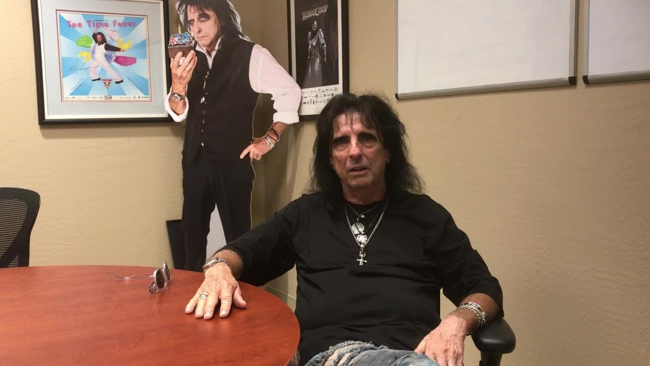 alice cooper brings an early dose of halloween to des moines