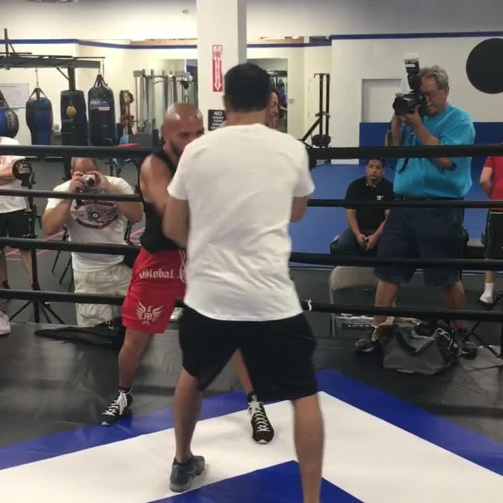 El peleador de sangre sinaloense, Ray 'Sugar' Beltrán, entrena para su combate ante José 'Sniper' Pedraza a celebrarse el 25 de agosto en Glendale, AZ