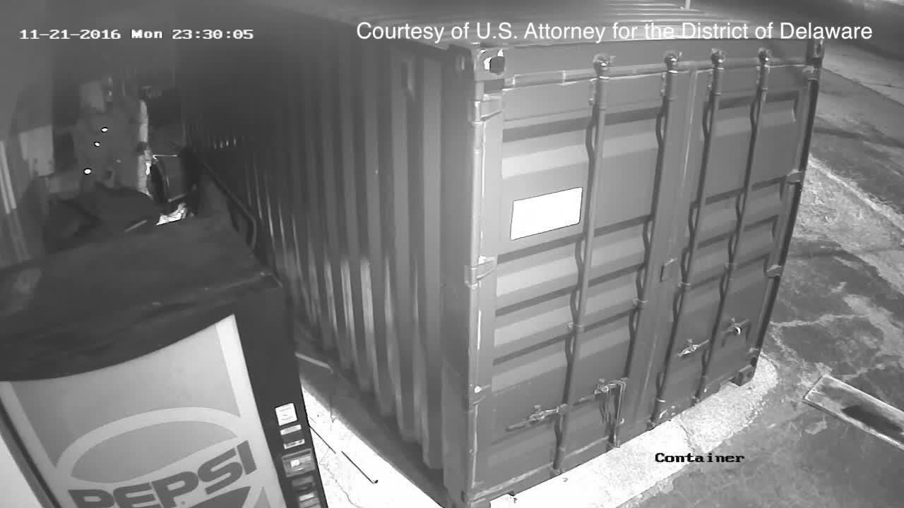 Surveillance footage shows gun thieves attempting to break into Dover, Delaware pawn shop.
