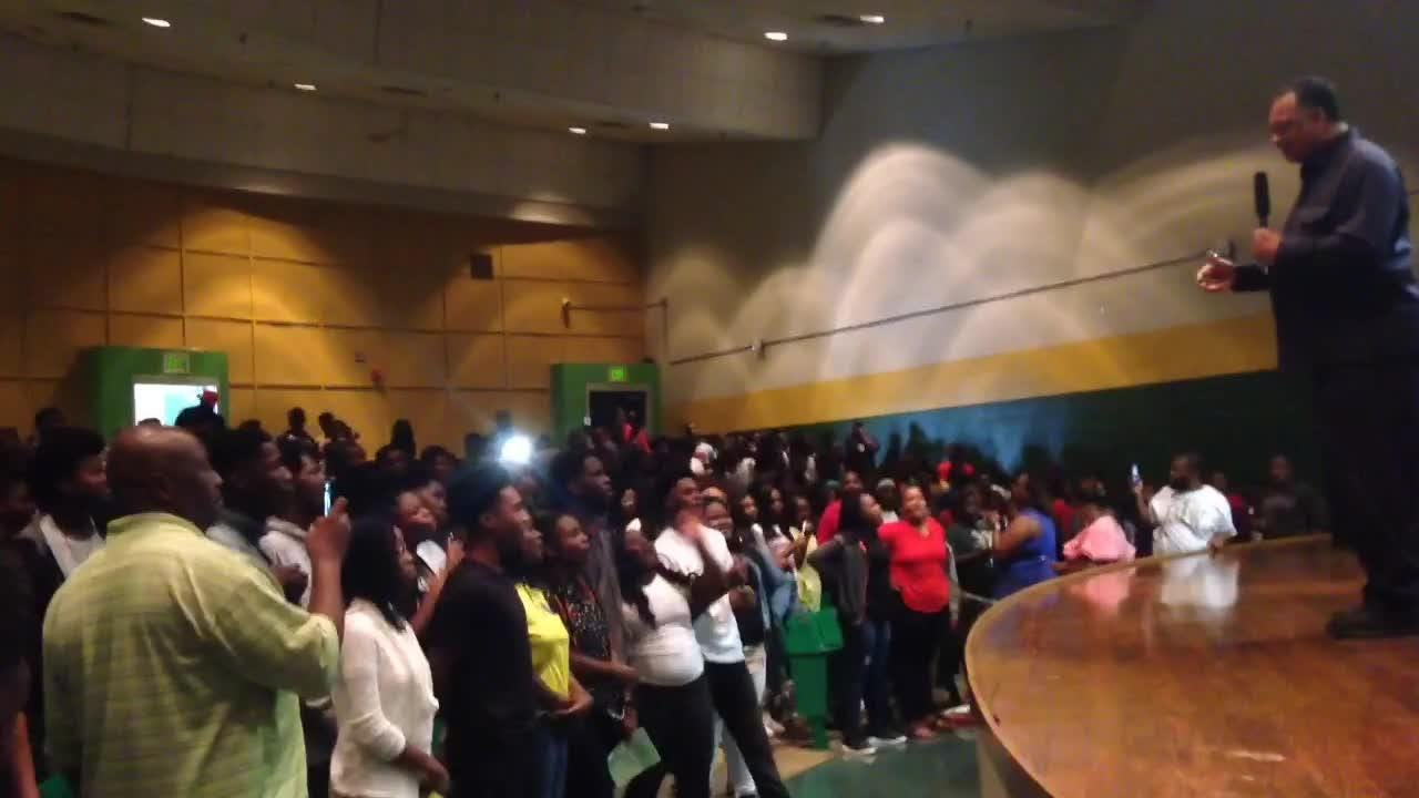 Jesse Jackson visits Booker T. Washington High School