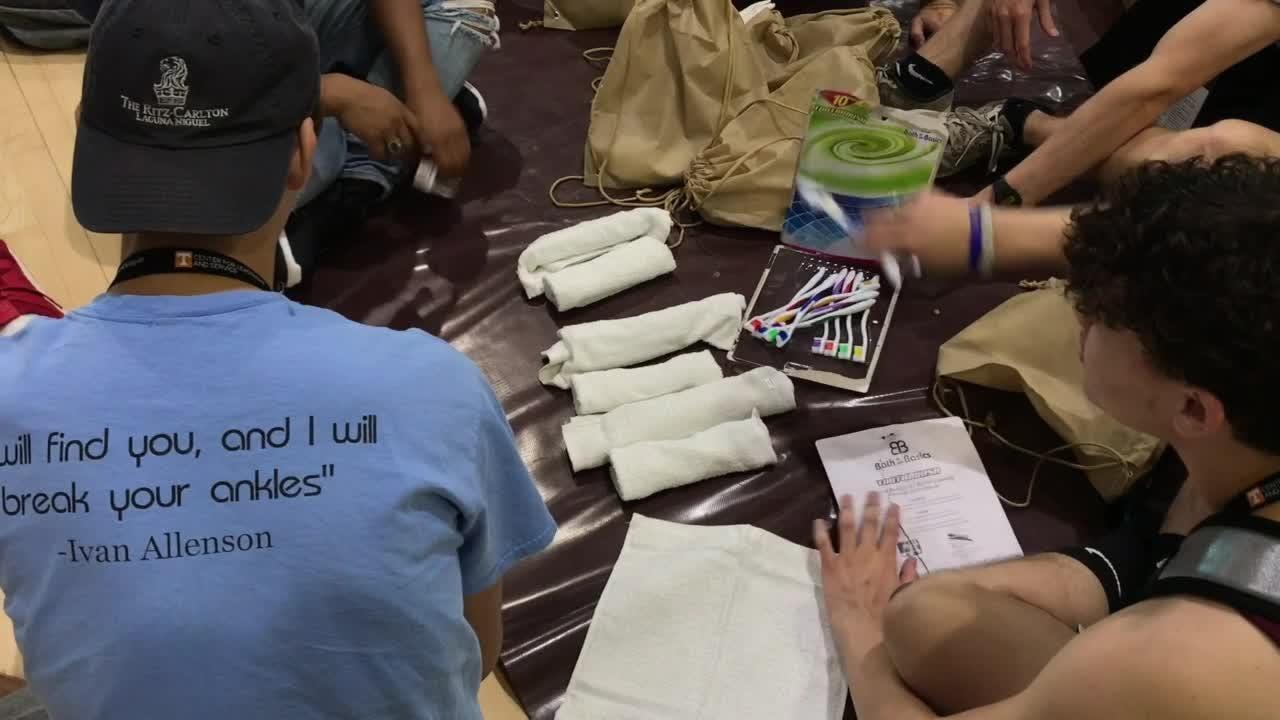 UTK freshmen do service projects on campus
