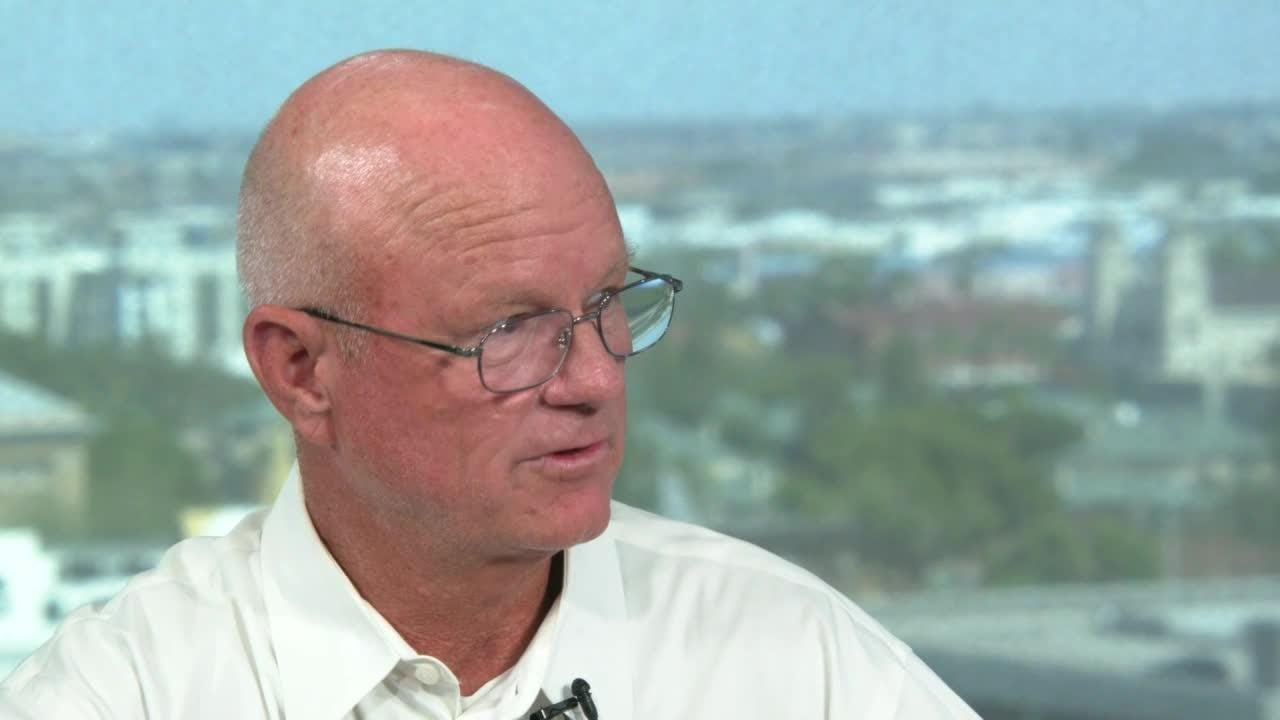 Reporter Dennis Wagner talks in studio on Aug. 14, 2018, about the mysterious death of Mayo Clinic scientist James Lee in his Scottsdale home in 2017.