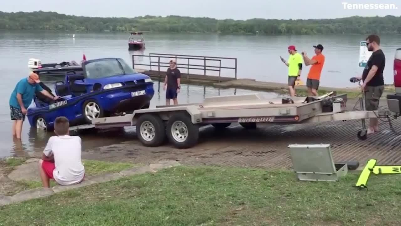 Divers spent around four and a half hours on Tuesday afternoon fishing an amphibious car from the bottom of Percy Priest Lake