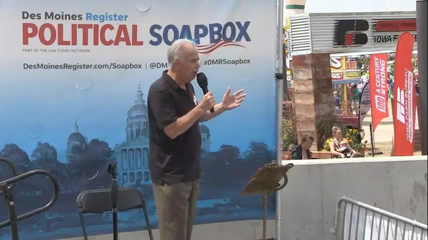 Independent Joe Grandanette speaks at the Political Soapbox