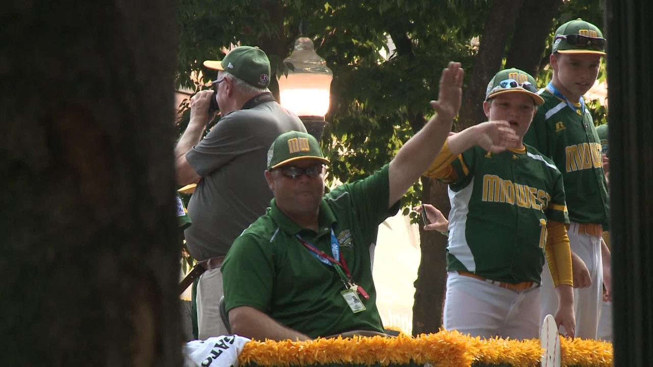 Grandview Little Leaguers welcomed to Williamsport in LLWS parade
