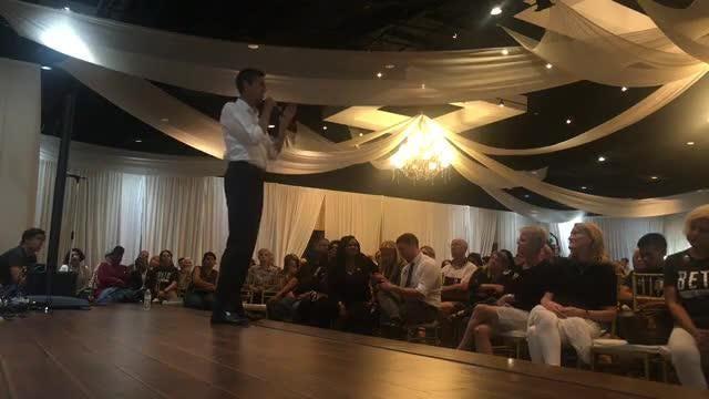 Senate candidate Beto O'Rourke addresses NFL controversy
