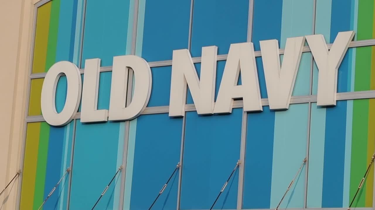 Police: Shoplifter bites Old Navy employee