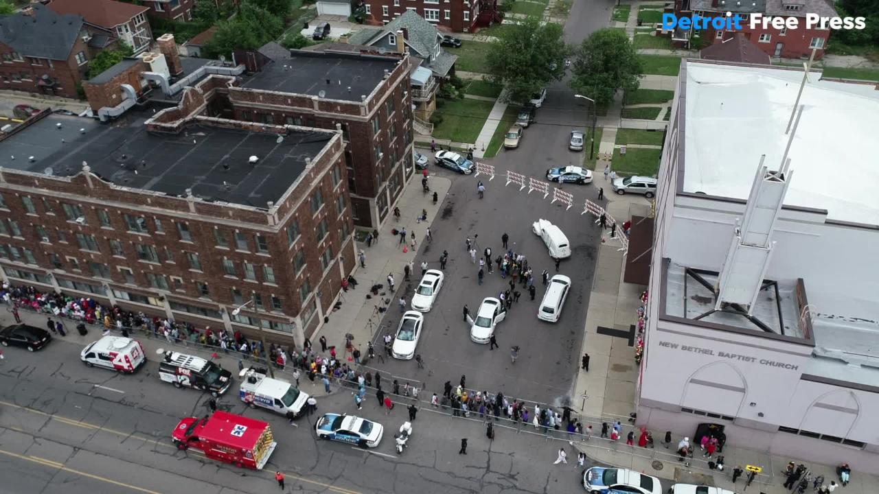 Fans line up for blocks to see Aretha Franklin at New Bethel Baptist Church