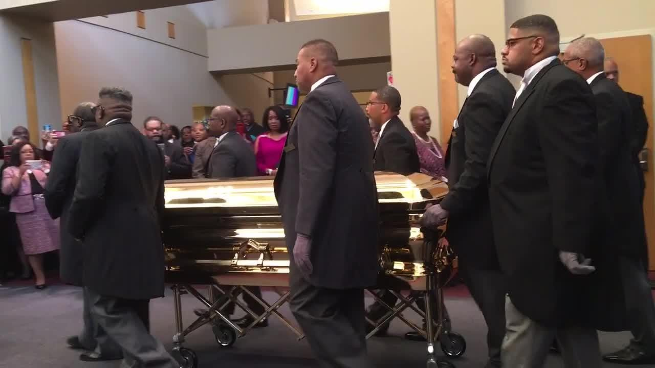 Aretha Franklin's casket arrives at Greater Grace Temple