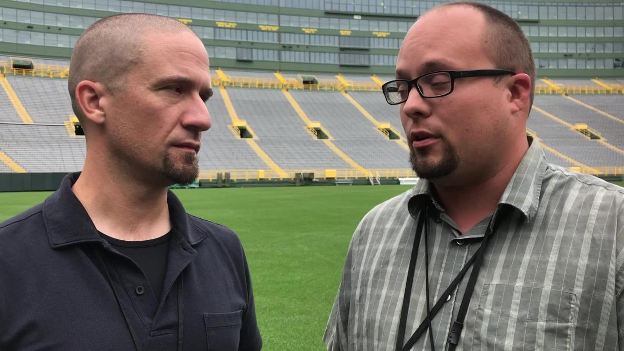 Beat reporters Jim Owczarski, Ryan Wood discuss the Bears boasting about Khalil Mack and update the Packers' inside linebacker situation.