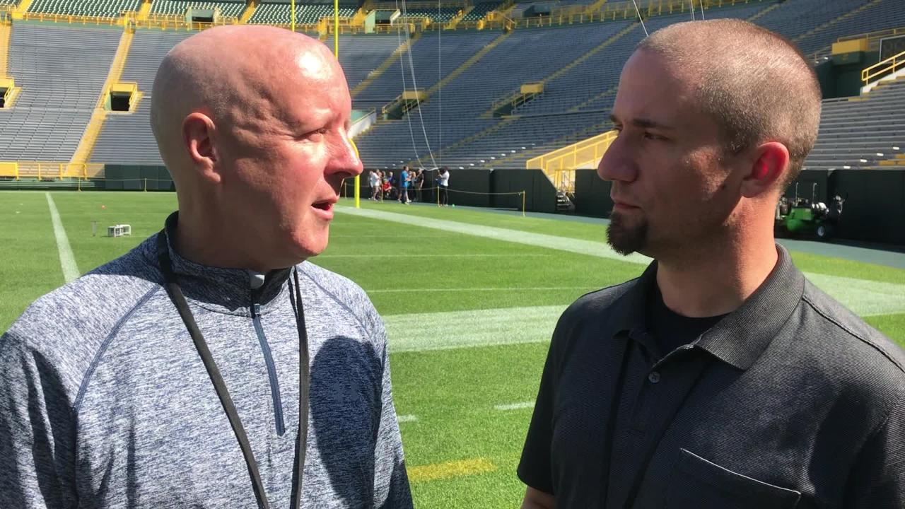 Reporters Pete Dougherty and Jim Owczarski discusses Aaron Rodgers' prospects of playing with a sprained knee and also Davante Adams' shoulder injury.
