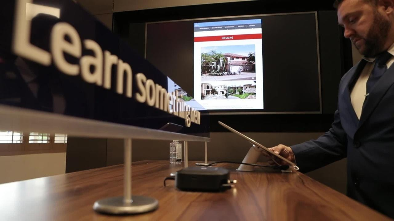Chase Lending Manager Tyson Coon has unveiled a virtual-reality house-buying service for mortgage customers.