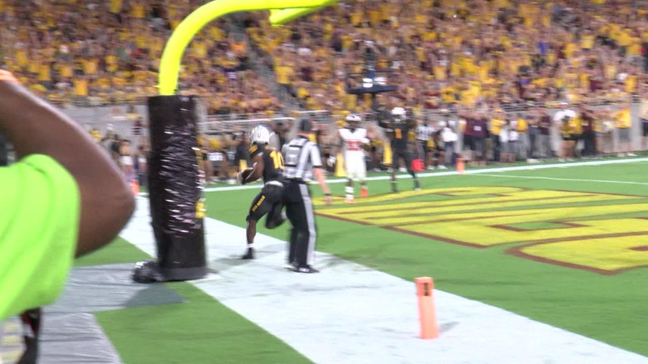 Manny Wilkins throws a touchdown pass to Kyle Williams just before halftime in ASU's win over Oregon State on Saturday.