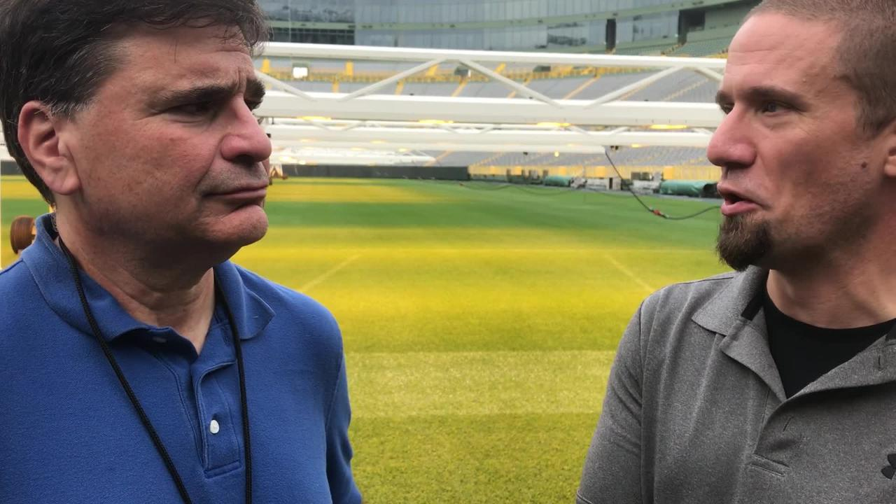 Packers reporters Tom Silverstein and Jim Owczarski discuss Aaron Jones' playing time and Mason Crosby's struggles.