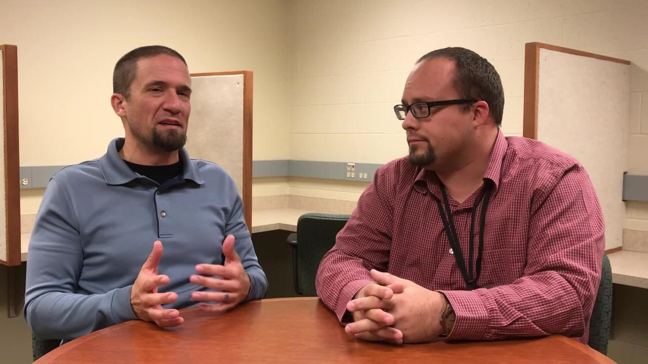 Packers reporters Jim Owczarski and Ryan Wood give their predictions ahead of the 49ers game on Monday.