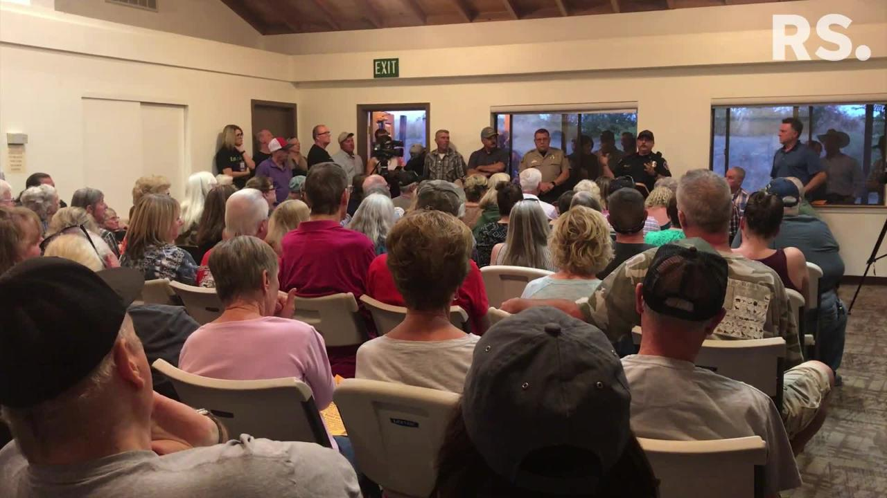 At a meeting in Cottonwood Friday night, the fire protection district's Keith Foster discusses the response to a suspected serial arsonist in town.