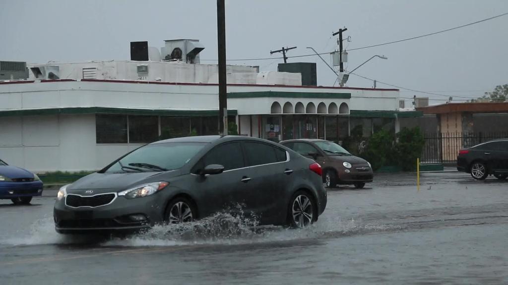 Phoenix drivers face flooding after remnants of Hurricane Sergio hits Valley | Arizona Central