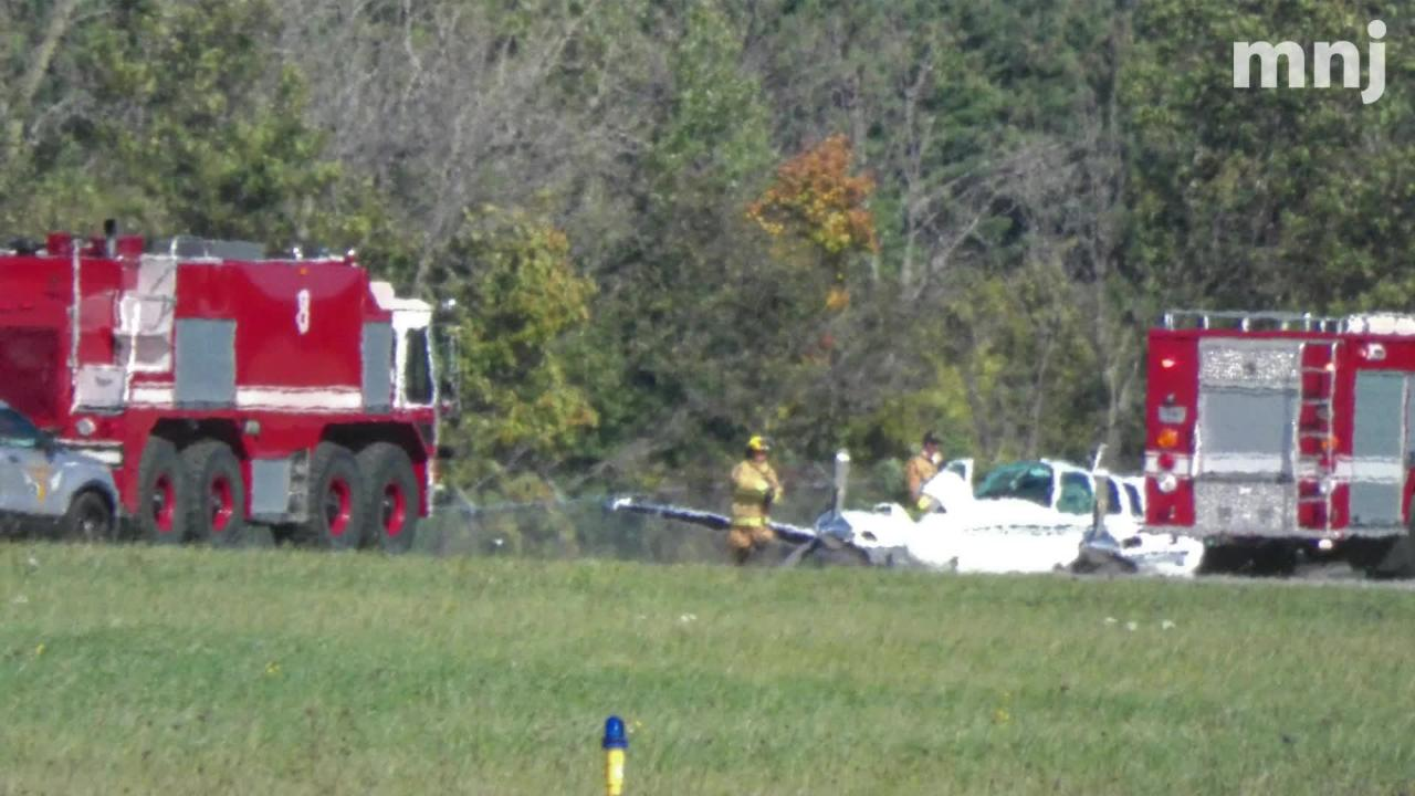 A small aircraft made an emergency landing at Mansfield Lahm Airport on Tuesday.