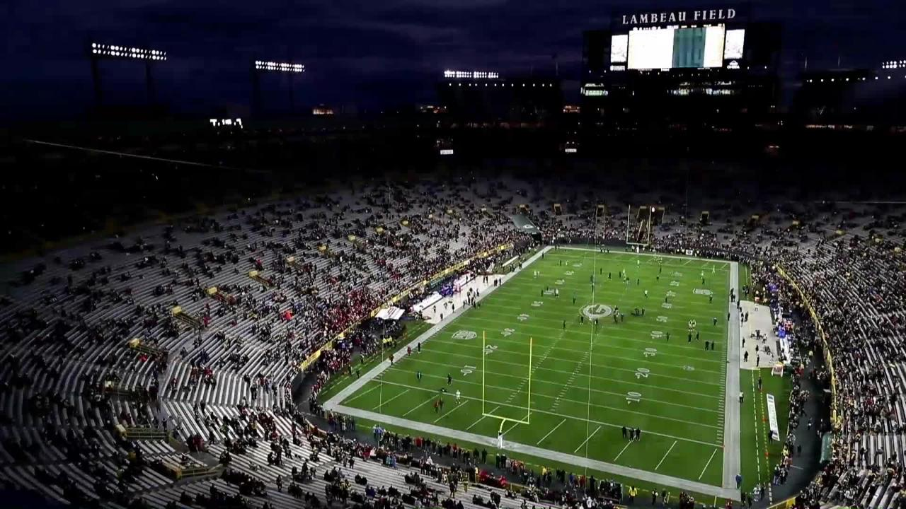 A time lapse of Lambeau Field filling up with fans before the start of the Packers vs. 49ers game Oct. 15, 2018.