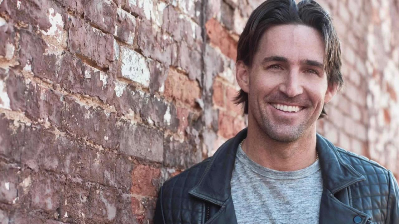 Country superstar Jake Owen talks about his 2016 album 'American Love.' He performs Thursday, Nov. 1 at Hertz Arena in Estero.