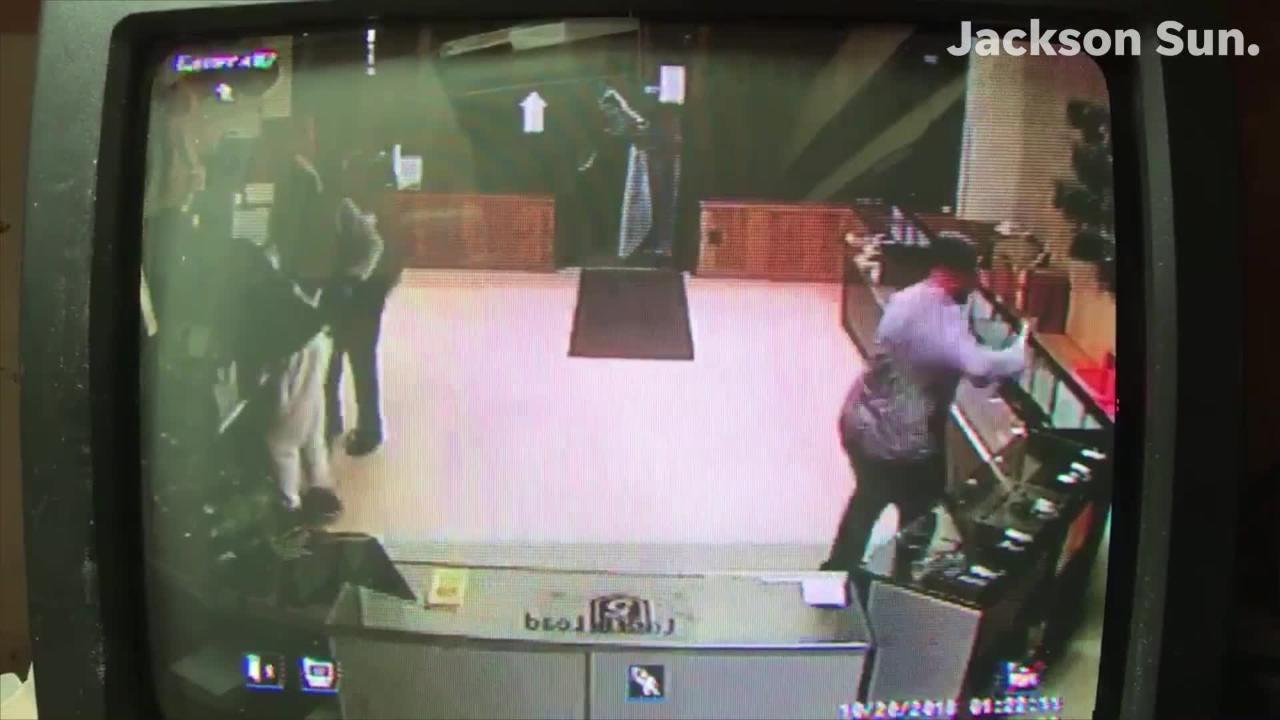 16 guns stolen from Savannah gun store