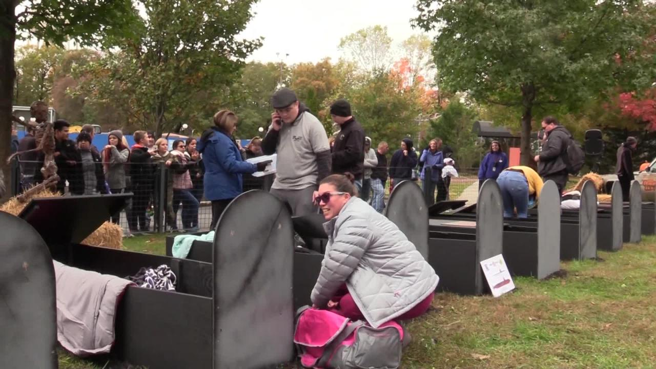 Six Flags Coffin Challenge 30 Hours In A Casket Among Fright Fest Ghouls