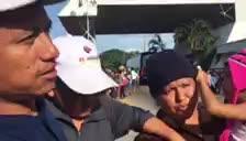 Tras recibir amenazas de pandilleros de la 'Mara' por no pagar sus rentas, esta familia ha decidido huir de El Salvador en la caravana migrante