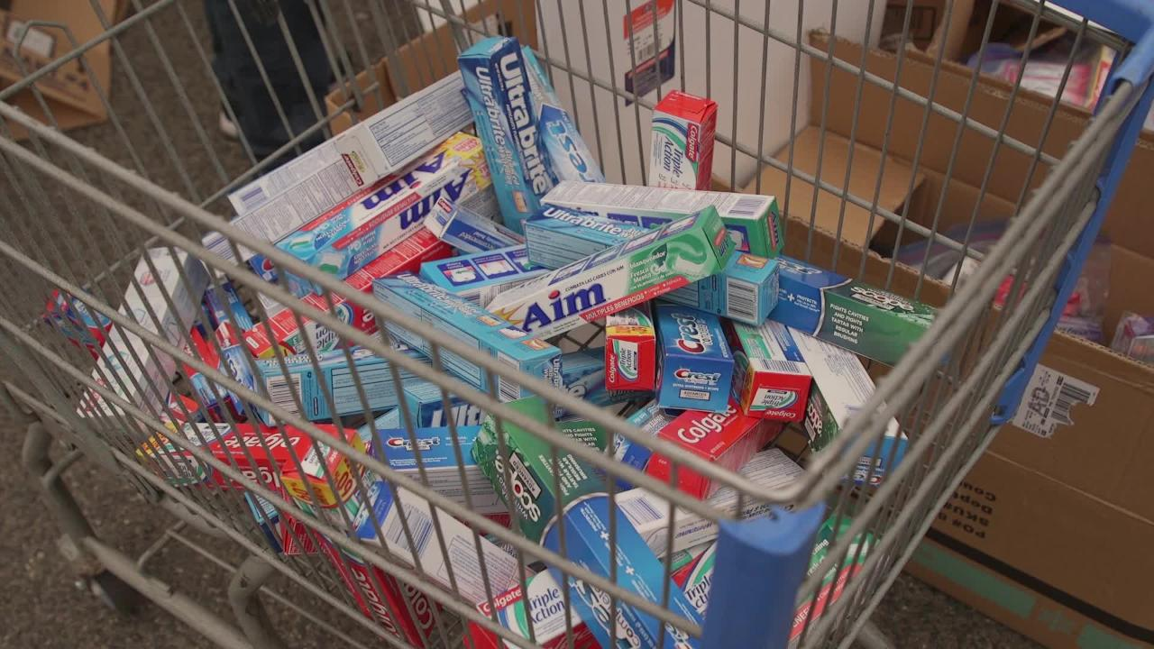Volunteers donate, sort supplies for fire evacuees