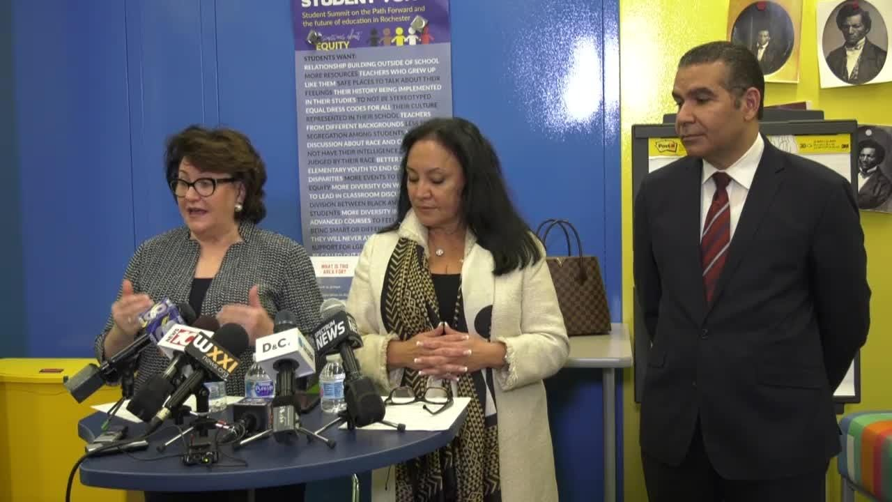 News conference regarding the Rochester City School District Distinguished Educator's report .
