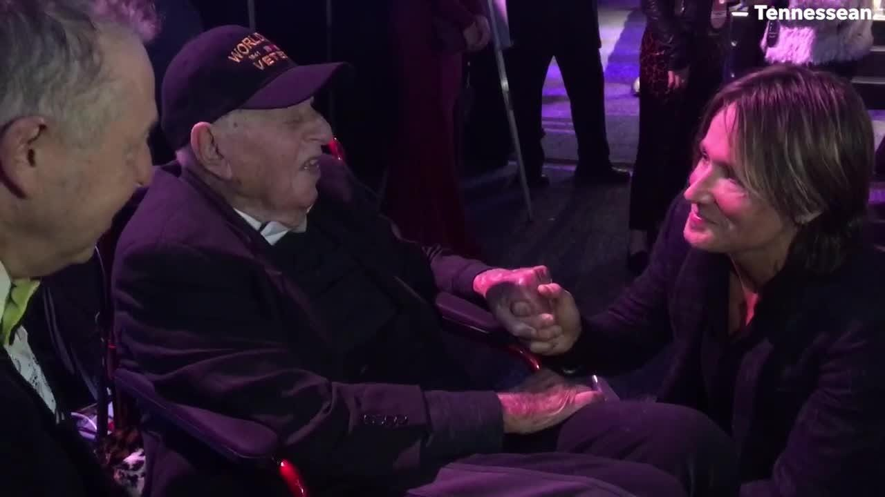 CMA Awards 2018: Keith Urban and Chris Stapleton greet a WWII veteran