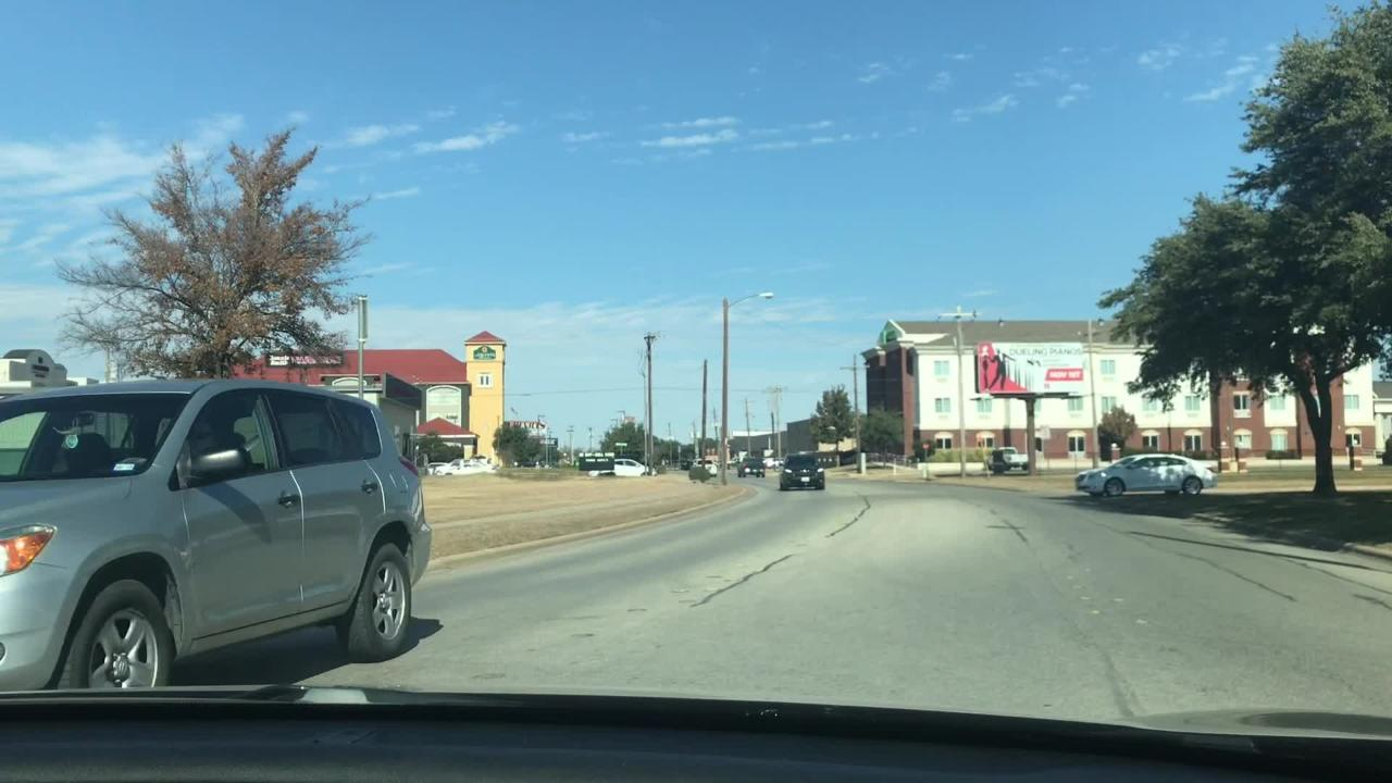 Which grocery stores in Abilene were feeling the pre-Thanksgiving rush? Where could a shopper park?