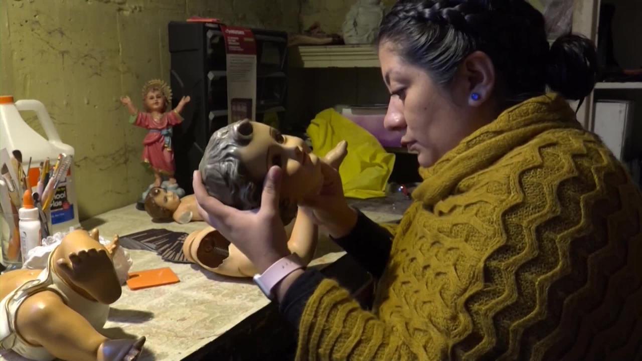 """A Nancy Utrera García, conocida como la """"doctora de los santitos"""" se le acumula el trabajo en el sótano de su casa para hacer sus conocidos """"milagros"""""""