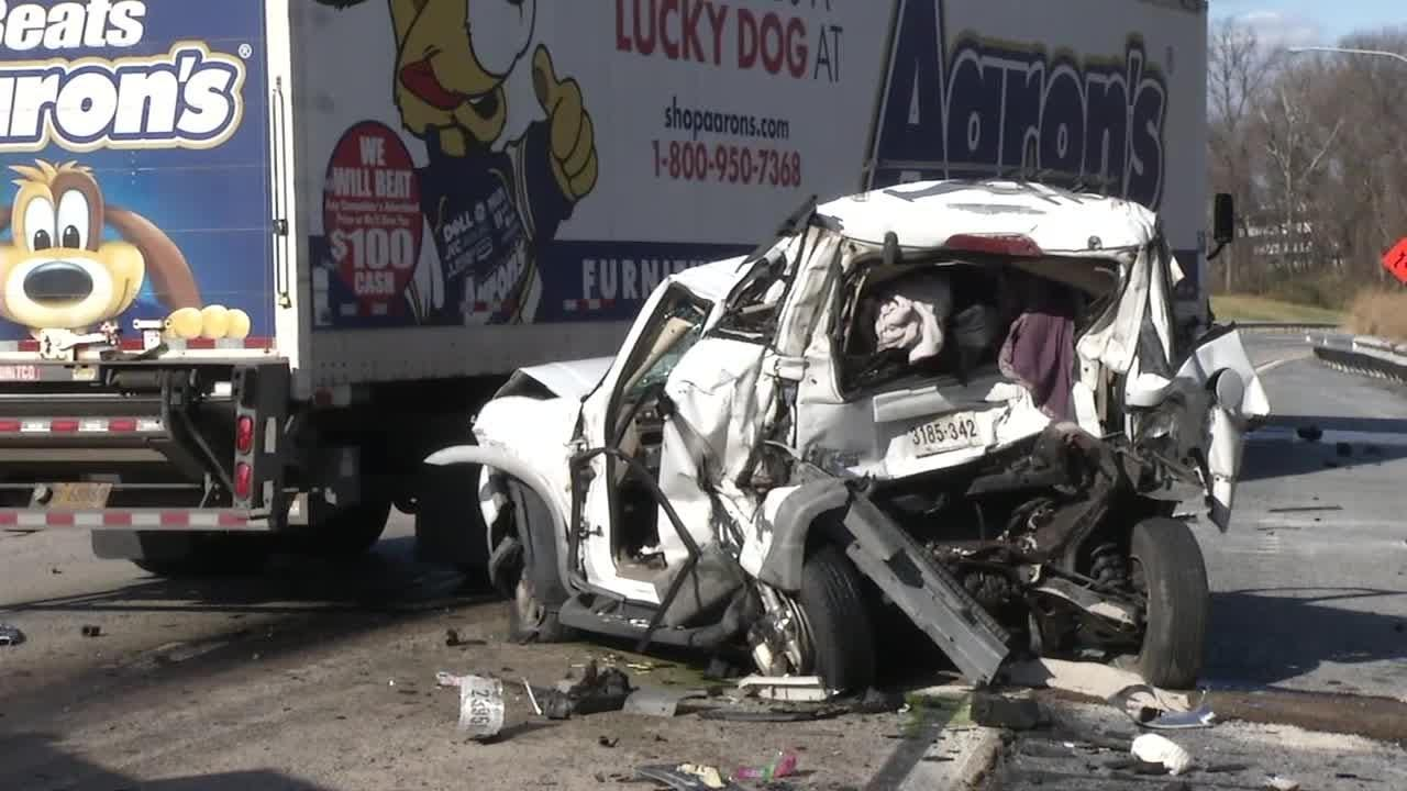 A 45-year-old Newark woman was killed in a crash Monday morning on I-495.  Video provided by John J. Jankowski Jr.  12/4/18