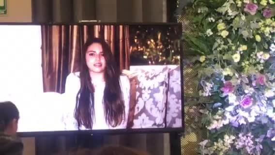 Hijas de Daniela Castro le brindan su apoyo