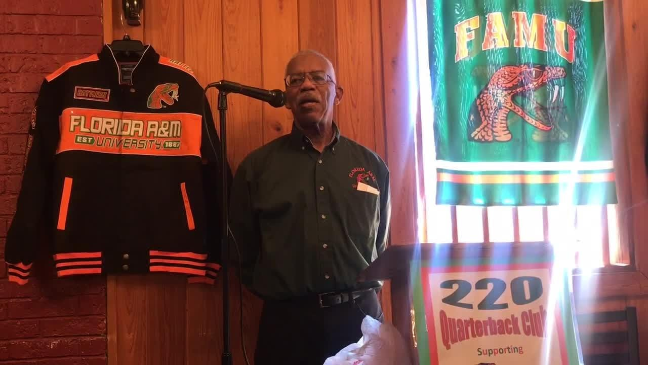 WATCH: Eddie Jackson, president of the 220 Quarterback Club, leads a moment of silence to honor the deaths of Lawton Williams and Al Frazier.