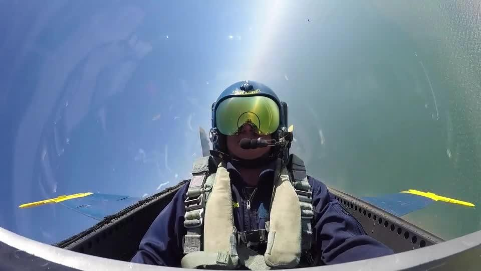 Video: behind-the-scenes - PNJ photojournalist Gregg Pachkowski flies with the Blue Angels